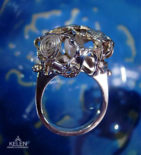水紋をイメージしたリング